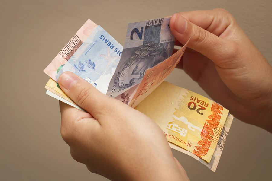 Governo reduz de R$ 1.079 para R$ 1.067 proposta para o salário mínimo em 2021