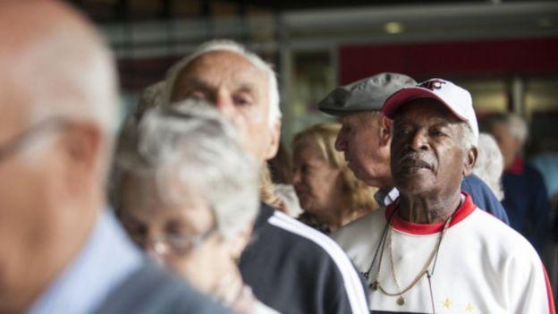 """""""É absurdo desonerar os ricos e sobretaxar os aposentados"""", diz Sindicato em nota"""